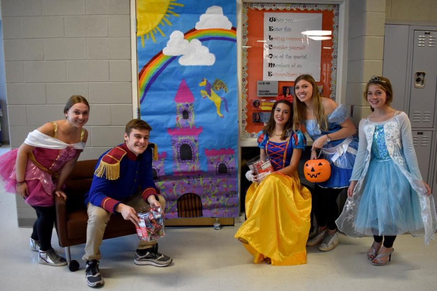 Riley Shapiro, Jackson Irmscher, Sophia Washer, Kaitlyn Luckoff, Courtney Atkinson as Disney royalty.