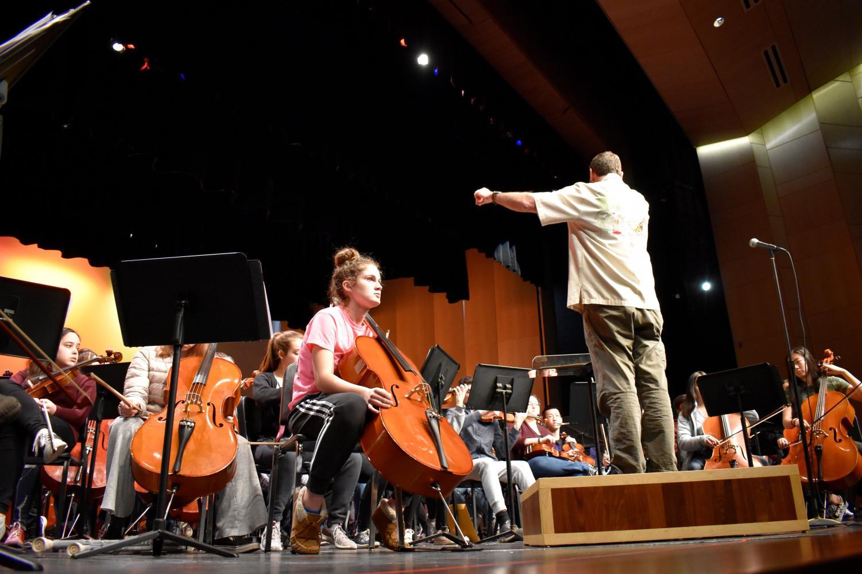 Teacher+Scott+Wolff+conducts+the+orchestra.%0A
